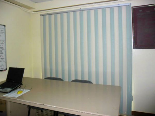 PVC Vertical Blinds - Richmond Green & Vanilla ( 1x1 alternate ) for more Striking Look