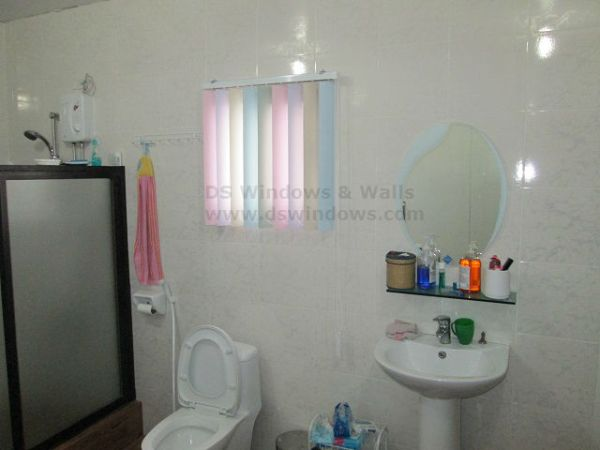 Multi-colored PVC Vertical Blinds for Bathroom