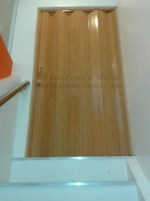 Folding Door for Restricted Spaces