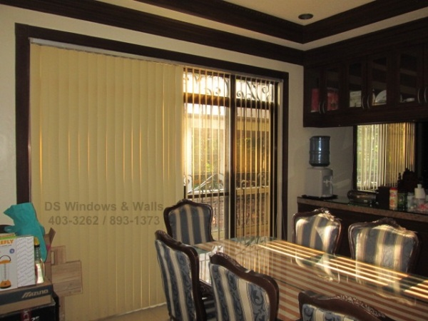 woody-corn-pvc-vertical-blinds-dining-area