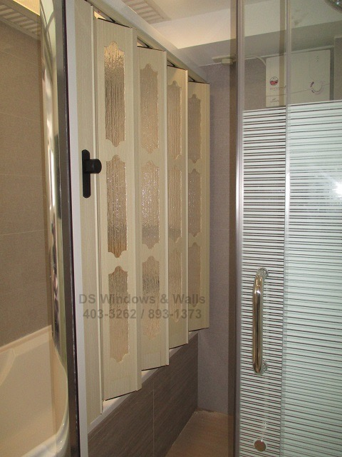 Bathtub Divider Door