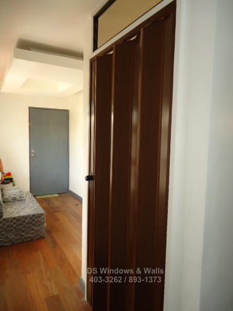 Wengue color folding door